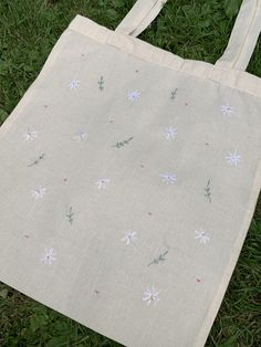 Diy Embroidery Bags, Hand Embroidery Art, Embroidery On Clothes, Simple Embroidery, Embroidery Stitches, Embroidery Patterns, Sacs Tote Bags, Diy Tote Bag, Painted Bags