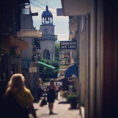 Μέσα από την αγορά (© Ioannina Clock Tower)