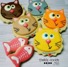 Cat cookies by Jill FCS More Tap the link for an awesome selection cat and kitten products for your feline companion! Crazy Cookies, Dog Cookies, Fancy Cookies, Iced Cookies, Cute Cookies, Easter Cookies, Cookies Et Biscuits, Yummy Cookies, Holiday Cookies