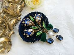 Handmade Beaded Jewelry, Brooches Handmade, Rhinestone Jewelry, Swarovski Brooch, Beaded Brooch, Bead Embroidery Jewelry, Beaded Embroidery, Embroidery Stitches, Embroidery Flowers Pattern