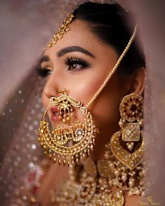 Nath Bridal, Bridal Nose Ring, Bridal Chura, Bridal Jewelry, Indian Photoshoot, Bridal Photoshoot, Black And Silver Eye Makeup, Flower Jewellery For Mehndi, Bridal Jewellery Inspiration