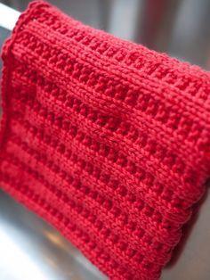 Min bunke af miljøvenlige hjemmestrikkede klude vokser. Her er der et lille udvalg. Jeg er blevet bidt af bacillen og ser ny... Knitted Dishcloth Patterns Free, Knitted Washcloths, Crochet Dishcloths, Knitted Blankets, Knit Crochet, Knitting Charts, Knitting Stitches, Baby Knitting, Crochet Kitchen