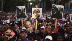 क्यूबा के पूर्व राष्ट्रपति फिदेल कास्त्रो की अंतिम यात्रा में शामिल हुए हजारों लोग