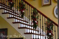 Resultado de imagem para fiz decoração de natal da minha escada