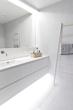 Minimalist bathroom remodel ideas baños blancos modernos, baños modernos, d Minimal Bathroom, Laundry In Bathroom, House Bathroom, All White Bathroom, Minimalist Bathroom Design, Bathroom Styling, Bathroom Interior, Bathrooms Remodel, Bathroom Decor