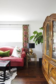 House Tour: A Traditional Meets Glamour Apartment
