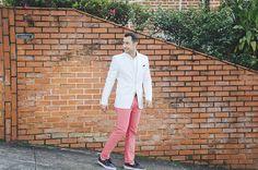 Blazer: Zara/ Camisa: Ralph Lauren/ Lenço: Tommy Hilfiger/ Calça: Zara/ Tênis: Vans