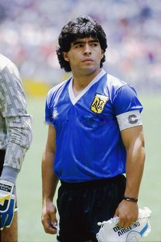 Diego Maradona of Argentina before facing England in the World Cup Quarter Final in Brazil Football Team, Football Icon, Football Is Life, Retro Football, Football Design, World Football, Soccer World, School Football, Vintage Football