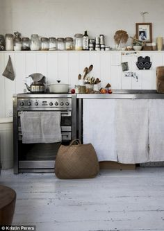 simple kitchen i love smart design Obumex Rustic kitchen Rustic Kitchen, Kitchen Dining, Kitchen Decor, Mini Kitchen, Kitchen Ideas, Kitchen Styling, Country Kitchen, Kitchen Grey, Kitchen Magic