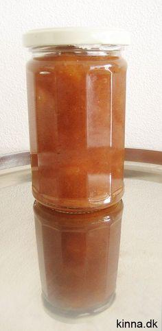 Den færdige æblemarmelade med kanel og vanille