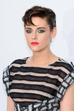 Kristen Stewart at the 2018 Cannes amfAR Gala. Kristen Stewart Hair, Kirsten Stewart, Blue Makeup, Hair Makeup, Ms Gs, Celebs, Celebrities, Cannes Film Festival, American Women