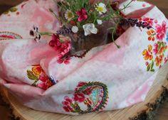 Loopschal Rosa mit Rauten und Blumen  von Freche Goaß auf DaWanda.com