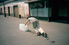 Francis Alÿs, Paradox of Praxis (Sometimes Doing Something Leads to Nothing) 1997  © Francis Alÿs