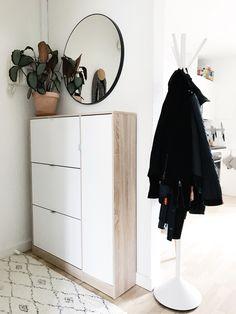 Entré Makeover: Møbler til den lille entré Mid-century Interior, Nordic Interior, Interior And Exterior, Bar Set Furniture, Diy Furniture, Foyer Design, House Design, Storage Spaces, Storage Ideas