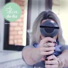 Veja como limpar seu secador de cabelos corretamente e assim evitar que ele espalhe sujeira e fungos em seus cabelos | para mais dicas, clique na #aDicadoDia com Flávia Ferrari
