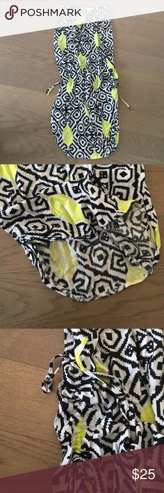 Aztec patterned maxi skirt Beautiful yellow, white and black Aztec patterned skirt. With elasticated waist. Side rouching at the bottom of the skirt so you can adjust the length of the skirt. The bottom hem is curved. Aztec patterned maxi skirt. Size Aus 8/US 4 Skirts Maxi