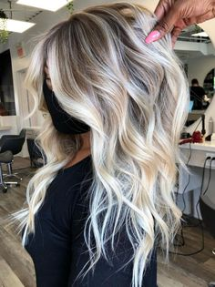 Blonde Hair With Roots, Blonde Hair Shades, Blonde Hair Looks, Blonde Hair With Color, Highlighted Blonde Hair, Hair Roots, Platinum Blonde Balayage, Hair Color Balayage, Blonde Waves