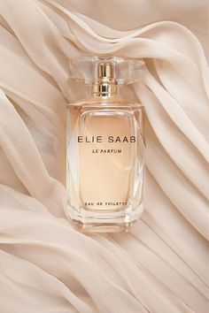 Elie Saab romantisme, fleur, charnelle ultra-feminine, flowery-woody composition opens with notes of orange blossom. Jasmine is in the heart, including both Grandiflorum and Sambac, whereas the base consists of cedar, patchouli and rose honey accord.