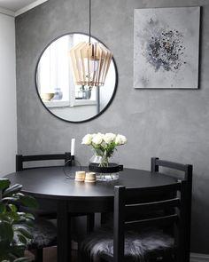 Dining room   Jeg trenger din hjelp! Hvor er din trapp fra? Og noen som kan anbefale en trappeleverandør i Trondheim? På tur inn til byen nå og skal se på litt forskjellig til huset  __________________________ #spisestue #roser #diningroom #diningroomdecor #interior #interiors #interiorstyling #interiordesign #interiør #passion4interior #interior4all #interior4you #mynordicroom #nordiskehjem #nordichome #skandinaviskehjem #scandinaviandesign #finehjem #instahome #homedecor #homedesign…