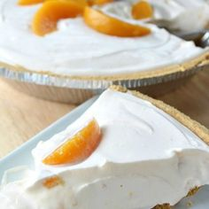 No Bake Cheesy Peach Yogurt Pie - This refreshingly easy No Bake Cheesy Peach Yogurt Pie can be prepared using just a few ingredients. It's so quick and easy not to mention delicious. My kind of pie! Lemon Cheese, Cream Cheese Pie, Cream Cheese Recipes, Easy No Bake Cheesecake, Pumpkin Cheesecake, Simple Cheesecake, Low Carb Desserts, Dessert Recipes, Keto Recipes