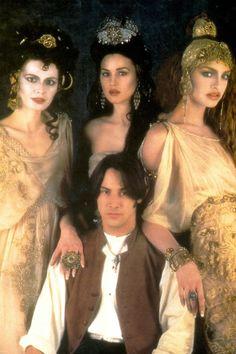 Dracula's Bride from Bram Stoker's Dracula The voluptuous vampire. Monica Bellucci (centre) is one three of Dracula's brides. Unfortunately for many an unsuspecting victim, she's as ferocious as she is full-lipped. Female Vampire, Vampire Girls, Vampire Art, Monica Bellucci, Vlad El Empalador, Bram Stokers Dracula, Michaela Bercu, Eiko Ishioka, Coppola