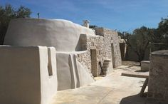 Extension of a small Saracen trullo, a typical rural building found in the Ostuni region of Italy, with an adjacent structure, a lamia, which remained only part of the perimeter walls. The intention was not only to recover the existing buildings,...