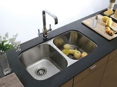 Kitchen sinks come in all styles and sizes; find the perfect kitchen sink for your space at here.