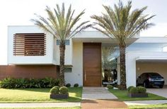 The facade of house with palm trees. Residential Architecture, Contemporary Architecture, Architecture Design, Style At Home, Exterior Design, Interior And Exterior, Facade House, Minimalist Home, Home Fashion