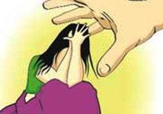 अपनी भतीजी का कथित तौर पर यौन शोषण करने के आरोपी एक 45 वर्षीय व्यक्ति का सिर गंजा कर दिया गया और उसे जूतों की माला पहनाकर