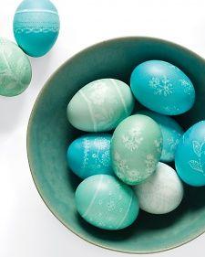 Huevos pintados con un diseño delicado  / Painted eggs with a delicate design