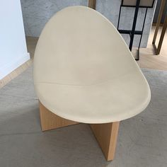 """""""Nido"""" chair from Estudio Persona – LOT.co.uk Second Hand Furniture, Natural Forms, White Oak, Persona, Solid Wood, Branding Design, Furniture Design, Design Inspiration, Chair"""