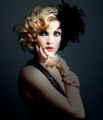 1920s inspired style. Love the modern twist