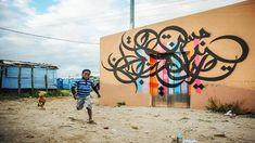 En este caso, representa la poesía árabe, plasmada en un graffiti con un mensaje de esperanza y paz. En esta sencilla pero apasionada presentació