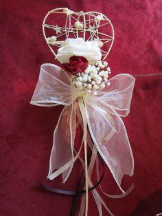 Flowergirl wand Red Wedding Flowers, Bridesmaid Flowers, Bride Bouquets, Bridal Flowers, Flower Girl Wand, Flower Girl Basket, Craft Wedding, Wedding Ideas, Wedding Wands