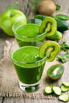 Kiwi and cucumber smoothie by Kiwi and cucumber smoothie on rustic table Kiwi Smoothie, Healthy Smoothies, Healthy Drinks, Healthy Eating, Cucumber Water Benefits, Cucumber Detox Water, Atkins Diet, Detox Drinks, Easy Healthy Recipes