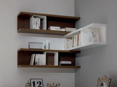 16 Attractive Corner Wall Shelves Design Ideas for Living Room - decorology Wooden Corner Shelf, Corner Shelf Design, Wall Mounted Corner Shelves, Floating Shelves Bedroom, Bookshelf Design, Wall Shelves Design, Bedroom Shelving, Wall Shelving, Corner Shelving