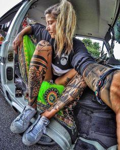 Live simple 🚐 Dream big 🌎 Be grateful 😊 📷 by takemetoalaska_ tattoo girl models Hippe Tattoos, Tattoos Bein, Hot Tattoos, Body Art Tattoos, Girl Tattoos, Sleeve Tattoos, Tattoo Art, Tatoos, Hot Tattoo Girls