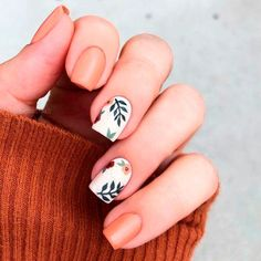 ▷ ideas for fall nail colors to try this season ▷ ideas for fall nail colors to try this season,Manicure and Nail Art orange and white nail polish, fall nail designs, floral. White Nail Polish, White Nails, White Nail Art, Brown Nails, Short Square Nails, Short Nails, Nagellack Trends, Autumn Nails, Cute Fall Nails