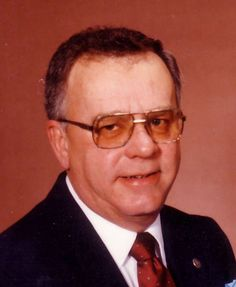 (40) Vincent W. Peterson, age 83, of Cottage Grove, passed away on Thurs, Jan 8, 2016.  Vincent was born May 26, 1932, the son of C. Earl and Winifred.Vincent was married to Rita J. Kjorlie on Oct 2, 1954.Vincent is survived by his wife, Rita; sons, Hobert, Donald, Timothy; daughters, Susan, Debra;brother, Lynn; A Mass of Christian Burial will be at 11:30 a.m. on Thurs, Jan 14, 2016 at ST. OLAF CATHOLIC CHURCH, DeForest