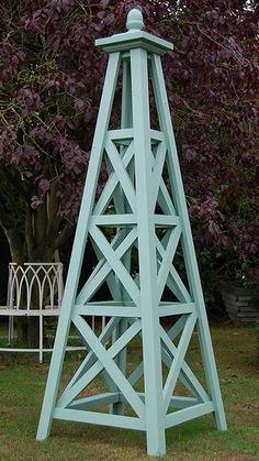 The Grand Wooden Garden Obelisk Rose Trellis, Diy Trellis, Garden Trellis, Fenced Garden, Trellis Ideas, Pallet Patio Furniture, Diy Garden Furniture, Diy Garden Decor, Garden Art