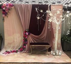 Wedding Table, Diy Wedding, Wedding Flowers, Backdrop Decorations, Wedding Decorations, Event Planning, Wedding Planning, Photo Booth Backdrop, Backdrops For Parties