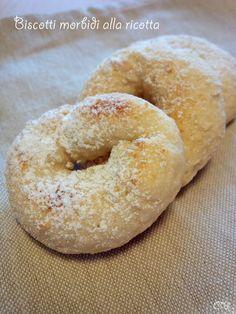 Pochi ingredienti, poco tempo da investire: i biscotti morbidi alla ricotta sono dolcetti perfetti per chi è di fretta ma non rinuncia a qualcosa di goloso.