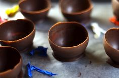 DIY: Balloon-Made Chocolate Cup — Great for serving ice cream!