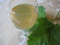 Raparperimehu - Kotikokki.net - reseptit Flute, White Wine, Wine Glass, Alcoholic Drinks, Champagne, Tableware, Food, Dinnerware, Tablewares