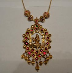 Simple antique finish temple jewellery necklace with Lord Krishna pendant studded with rubies and emeralds. India Jewelry, Temple Jewellery, Antique Necklace, Antique Jewelry, Antique Gold, Gold Gold, Collier Antique, Gold Jewelry Simple, Gold Jewellery Design