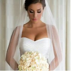 long veil might be a must ladies! pretty eye make-up