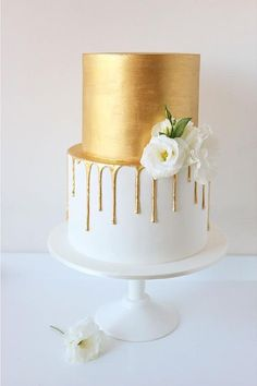 36 Drip Wedding Cakes Almost Too Pretty To Eat. Gold and white drip cake. #dripcake See more at http://www.theweddingguru.ca/36-drip-wedding-cakes-almost-too-pretty-to-eat/