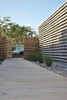Vi byggde vårat hus 2004 och började från ruta ett på gammal åkermark i växtzon 1 med att anlägga vår trädgård.    I trädgården finns nu en stor altan på 124 kvm med lounge under tak samt en pergola som trädgårdens hjärta. Uteplatser i alla vädersträck för både sol och skugga. En trädgårdsgång me...