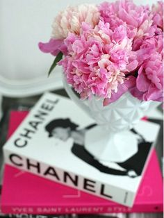 Chanel Books and Peonies - A summer afternoons entertainment! I want to get 3 or 4 books either about or by coco chanel to sit in Chanel's room Coffee Table Styling, Coffee Table Books, Decorating Coffee Tables, Coffee Room, Coco Chanel, Chanel Pink, Vintage Chanel, Home And Deco, Belle Photo