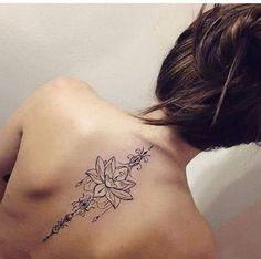 Bela Lotus na Coluna o Projeto da Tatuagem